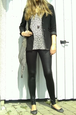 hm blazer - hm top - Topshop shoes - Indiska necklace - Gina leggings - veromoda
