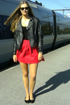 zip dess and a red skirt