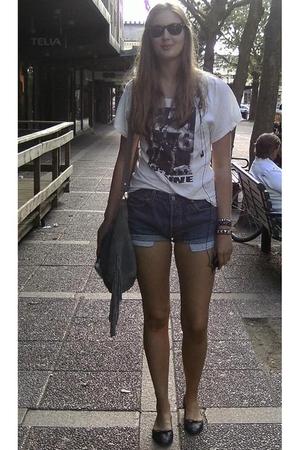 copenhagen t-shirt - Levis shorts - vmoda accessories - Shock bracelet - lindex