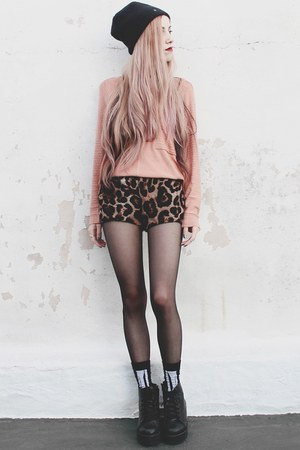 Materia sweater - chiffon leopard She Inside shorts - skeleton Complot socks