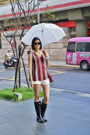 white Taipei shorts - black Hunter boots - brick red Taipei top