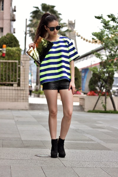 blue Taipei top - black H&M shorts