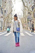 ruby red Ugg boots - white Uniqlo shirt