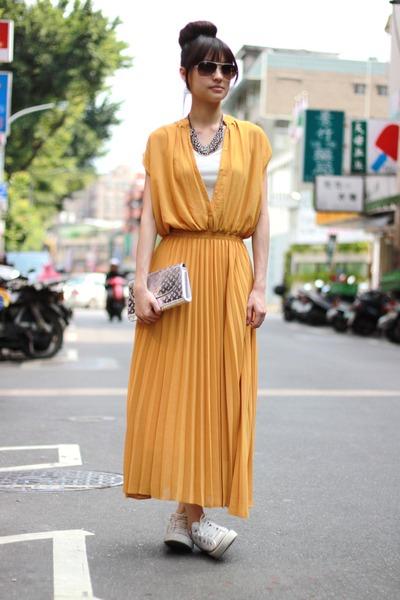 mustard dress - silver bag
