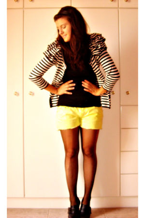 black blouse - yellow shorts - black shoes