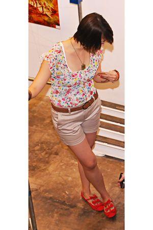 random from Hong Kong top - Zara shorts - Topshop shoes - Mango necklace