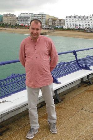 Officers Club jeans - red henley Allegra shirt - grey Skechers sneakers