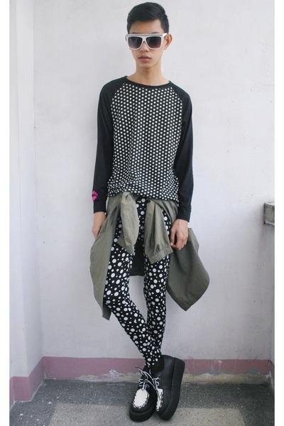 black enguolin sweater
