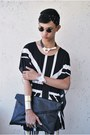 Black-os-necklace-light-yellow-tnc-manila-leggings-black-oxygen-bag