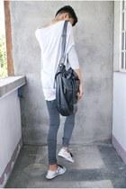 charcoal gray Forever 21 leggings - white PacSun shoes - black Forever 21 bag
