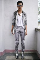 monoreno jacket - F&H pants - Gold Dot sandals