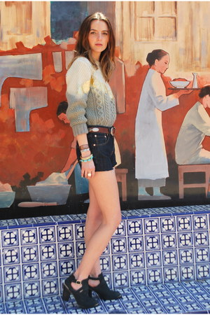 black moulisova Aldo boots - navy 501s Levis shorts