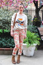 tan Urban Outfitters sweatshirt - dark brown Justin Boots boots