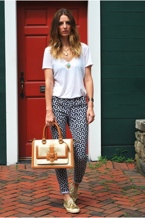 camel brahmin bag - black skinny printed Gap jeans