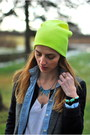 Black-skinny-j-brand-jeans-yellow-beanie-forever-21-hat