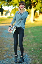 heather gray embellished Old Navy sweatshirt - black skinny J Brand jeans