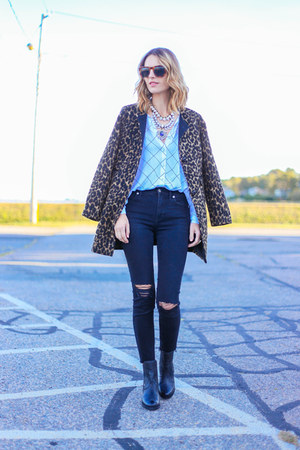 brown leopard talbots coat - black ankle Ariat boots