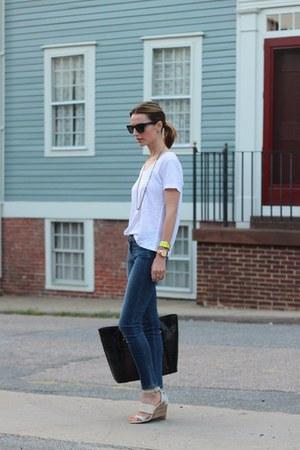 white t-shirt cynthia rowley shirt - blue skinny Paige jeans