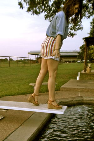 blue thrift top - red vintage shorts - beige vintage shoes