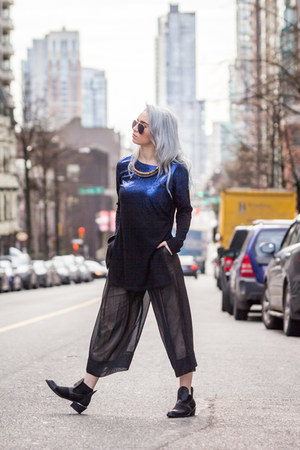 black Yes shoes - black Lovers  Friends pants - blue Valley City top