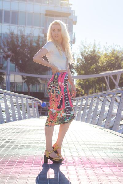 hot pink Daisy Street skirt - white cotton Forever 21 top