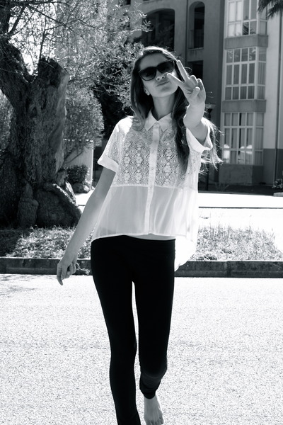 Forever 21 shirt - thick strechy Shana leggings - trendy sunglasses