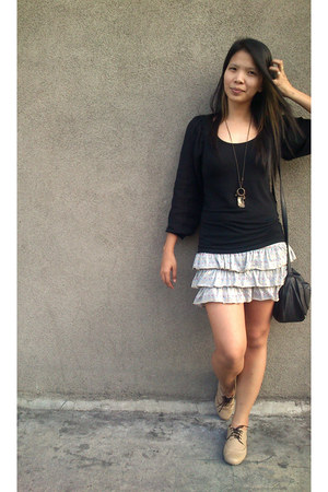 random necklace - black sling Secosana bag - heather gray genevieve gozum skirt