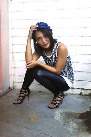 beanie Chic N Purrfect hat - Matthews by CMG heels