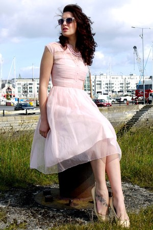light pink vintage dress - neutral new look sunglasses - light pink beads vintag
