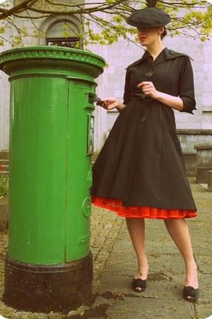 black rayon vintage dress - black rayon vintage hat - carrot orange petticoat vi