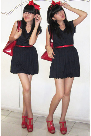 red hole square bag bag - navy baloon dress dress - red wedges