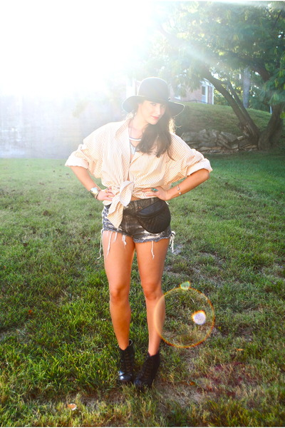 gray diy cutoffs thrifted vintage levis shorts - black H&M hat