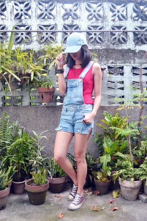 blue denim snapback hat - blue denim jumper - red top - brown Converse sneakers