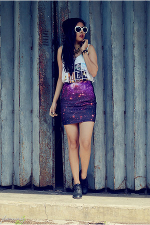 deep purple galaxy print vintage skirt - ziya sunglasses - white cotton H&M top