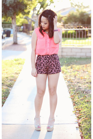 hot pink Akira top - navy floral Forever 21 shorts