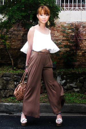 light brown pants - neutral Marc Jacobs bag - ivory Style Staple top