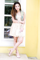 beige busstier lace With Love dress - cream queen street bag