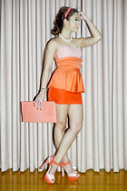 salmon peplum Glitterati dress - salmon clutch GOLD COUTURE bag