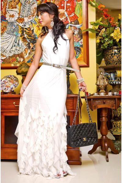 white Moonshine dress - black 255 Chanel bag - silver vintage belt