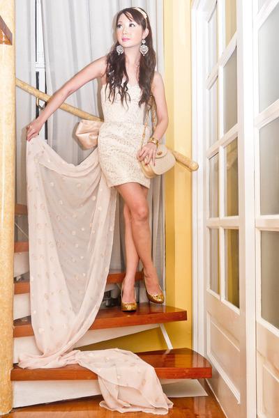 eggshell Glitterati dress - gold michael antonio heels - cream Gucci purse - gol