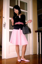 pink Moms Vintage Collection belt - pink janilyn shoes - black Bossini sweater