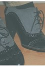 Black-stradivarius-belt-tan-stradivarius-pants-silver-swatch-jewerly-necklac