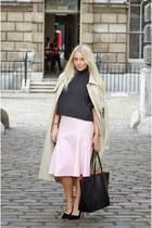 black box crop asos top - camel trench asos jacket - black shopper Zara bag