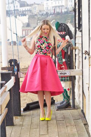 hot pink Coast skirt - bubble gum floral asos top
