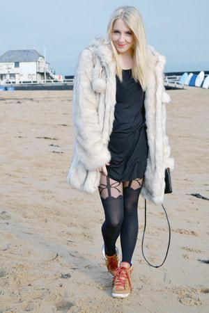 cream faux fur asos coat - black H&M dress