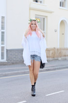 white asos top - black chelsea boots asos boots - blue Levis shorts