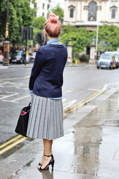 silver midi swing vintage skirt - navy denim H&M shirt