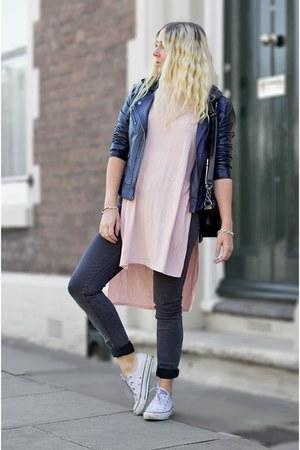 charcoal gray Boohoo jeans - black Chanel bag - bubble gum asos t-shirt
