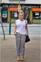 black leather shopper Guess bag - heather gray joggers IN THE STYLE pants