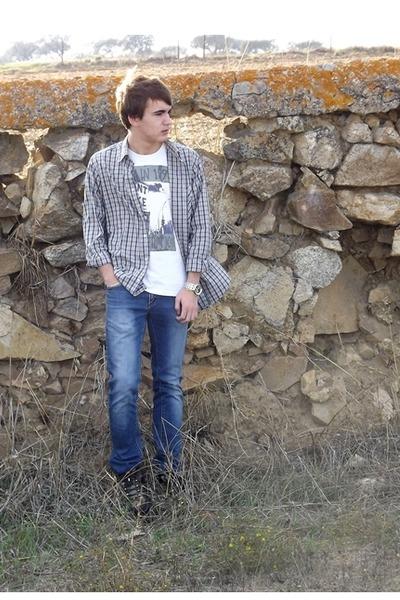 Zara jeans - merrell boots - Levis shirt - Zara t-shirt